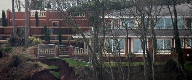 Uçurumun kıyısındaki ev