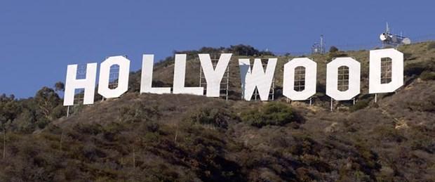 Ünlü Hollywood yazısının yakınında kesik baş