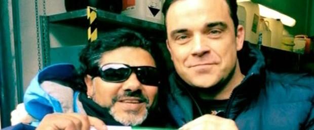 Ünlü şarkıcı Maradona'yı karıştırdı