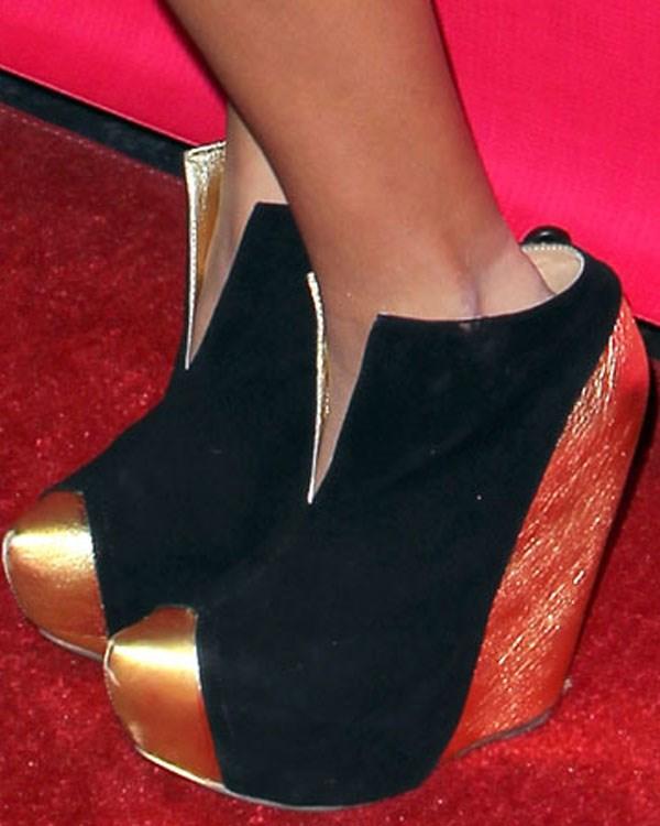 Ünlüler ayakkabılarıyla şaşırtıyor