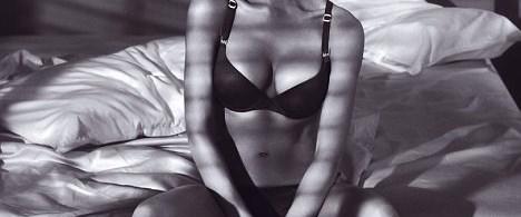 Victoria Beckham Armani iç çamaşırlarıyla