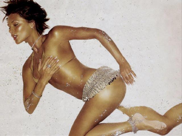 Victoria Beckham Armani'nin modeli olacak