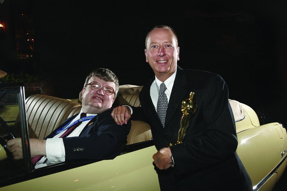 Peekve Yağmur Adam'ın senaryo yazarıBarry Morrow filmin aldığı Oscar ödüllerinden biriyle...