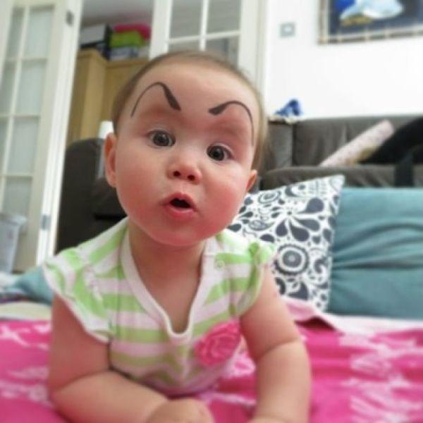Yeni trend 'kaşlı bebekler'