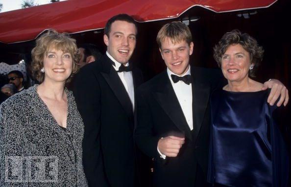 Affleck kardeşler, Matt Damon ve Damon'ın annesi Nancy Carlson-Paige