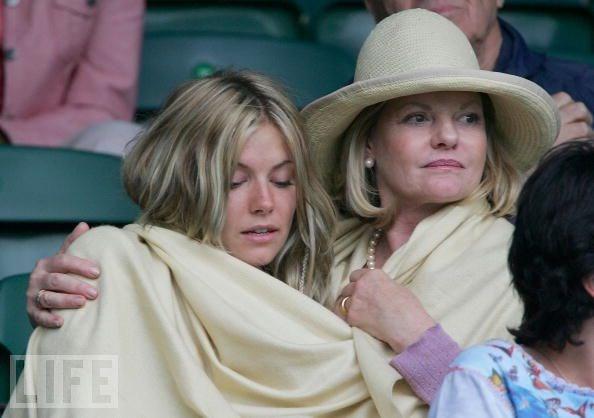 "Sienna Miller ve annesi Josefina ""Jo"" Miller"
