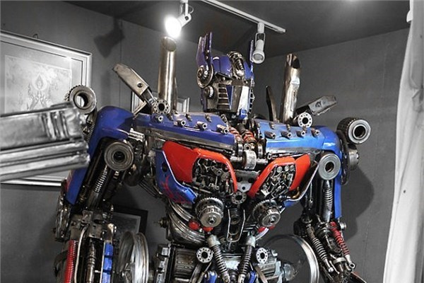 Optimus heykeli