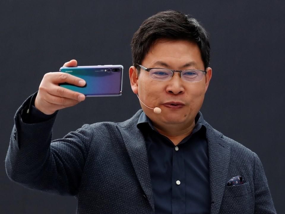 Huawei CEO'su Richard Yu geçtiğimiz yıl Alman Die Welt gazetesine yaptığı açıklamada Google ekosisteminde yer almayı tercih etmelerine rağmen B planı olarak kendi işletim sistemleri üzerinde çalıştıklarını duyurmuştu.