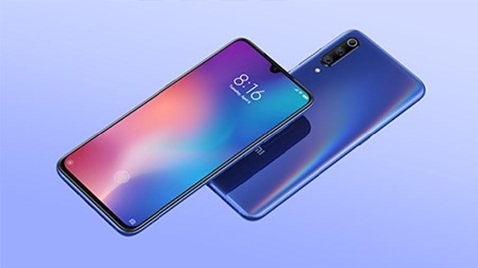 Ekranın altında telefonun önceki nesle göre yüzde 25 daha hızlı açılması için geliştirilmiş ekran içi parmak izi sensörü bulunuyor.
