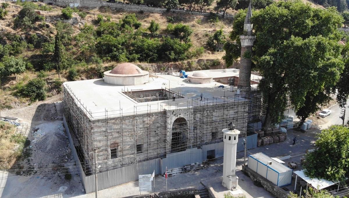 Manisa Ulu Cami'de Bizans sütunlarını sıvamışlar
