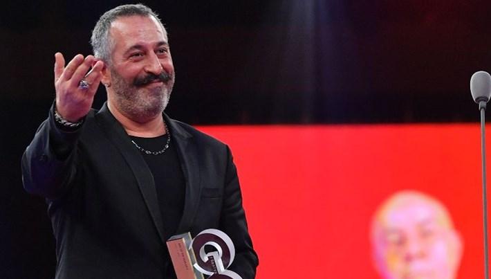 Cem Yılmaz: Mahmut Orhan'a bir pantolon alabilirsek