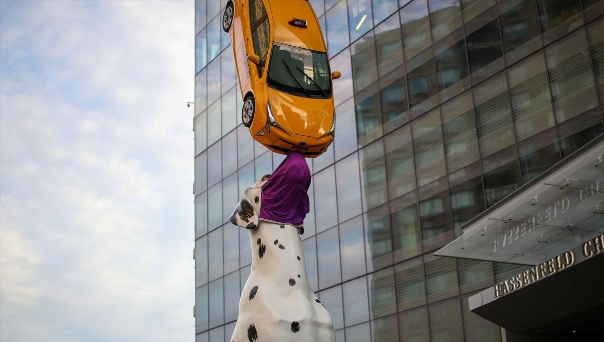New York'taki 'Köpek Spot' heykeline maske takıldı