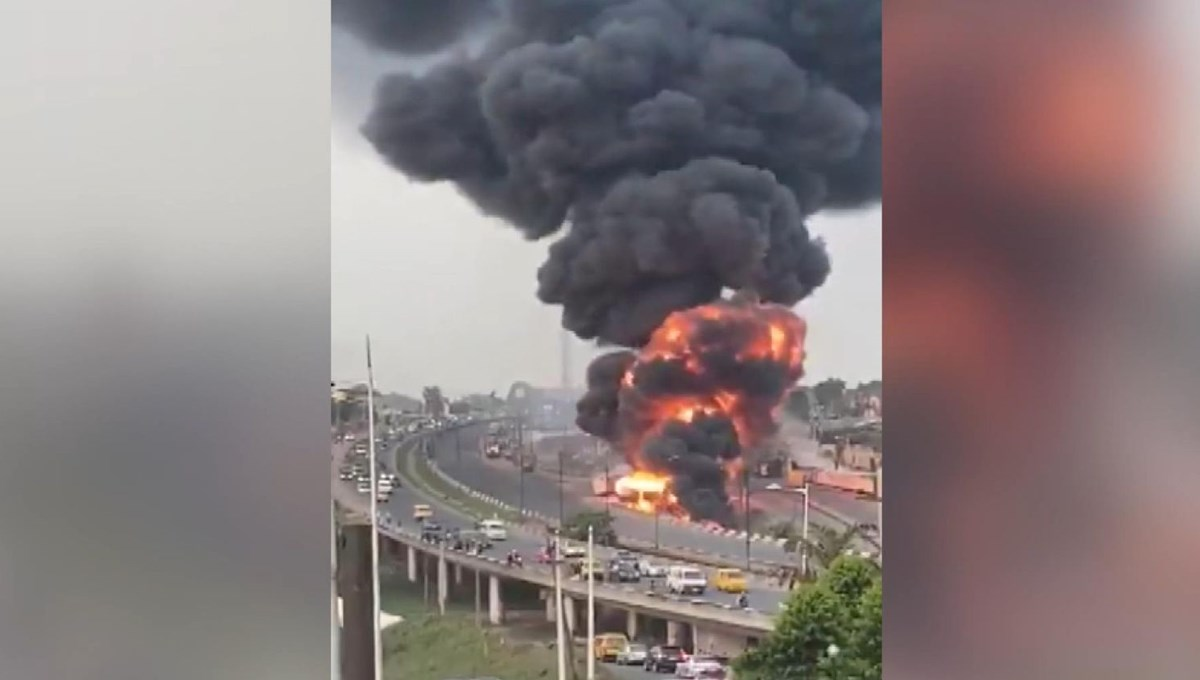 Patlayan yakıt tankeri alev topuna döndü