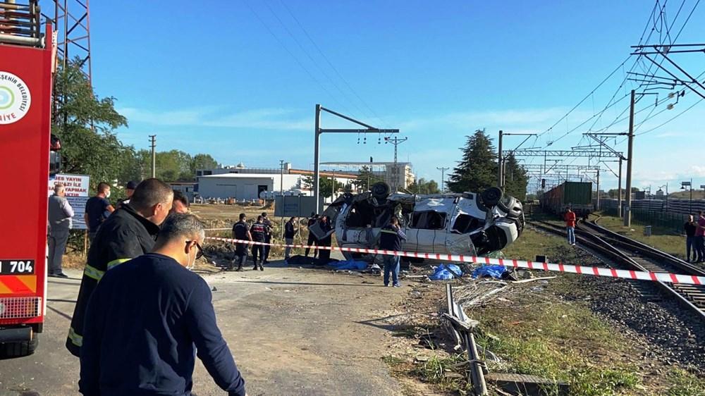 Tekirdağ'ın Ergene ilçesinde yük treni minibüse çarptı: 6 ölü - 6
