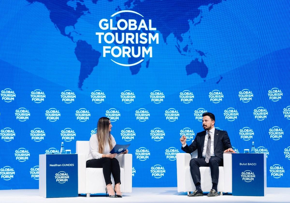 Dünya Turizm Forumu Enstitüsü Başkanı Bulut Bağcı (sağda)