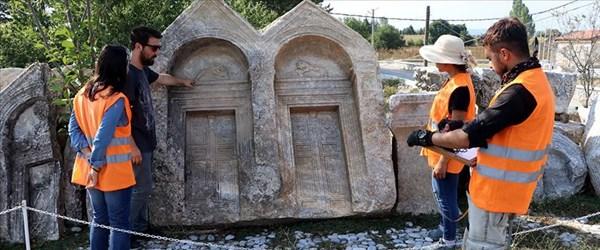 Romalıların acılarını şiirlerle mezar taşlarına kazıdığı ortaya çıktı