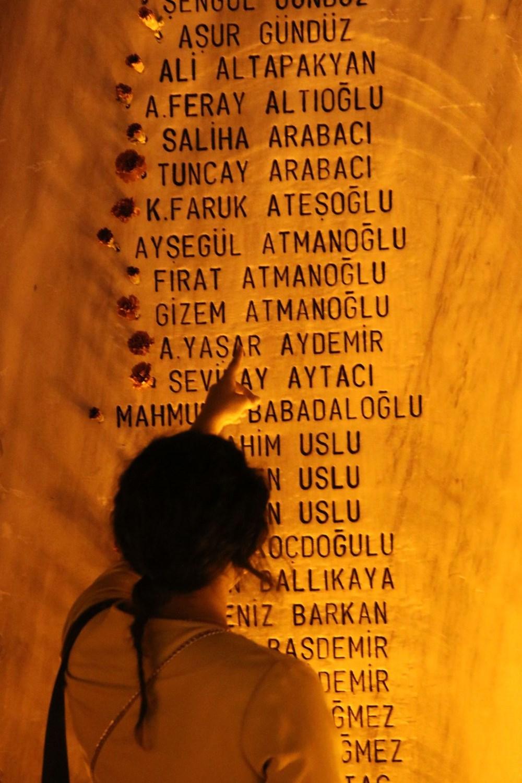 17 Ağustos depreminin 21. yılı: Hayatını kaybedenler törenle anıldı - 21