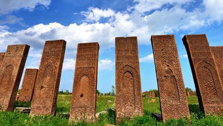 Türklerin Anadolu'ya giriş kapısı 'Ahlat' ziyaretçilerini bekliyor