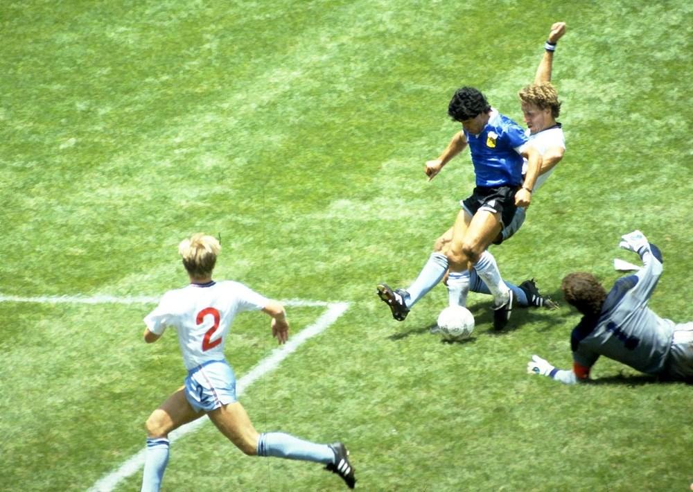 Futbol dünyasından Armando Maradona geçti - 12