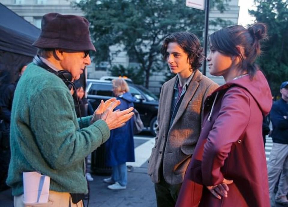 82 yaşındaki Woody Allen, Gomez ve Chalamet ile sette.