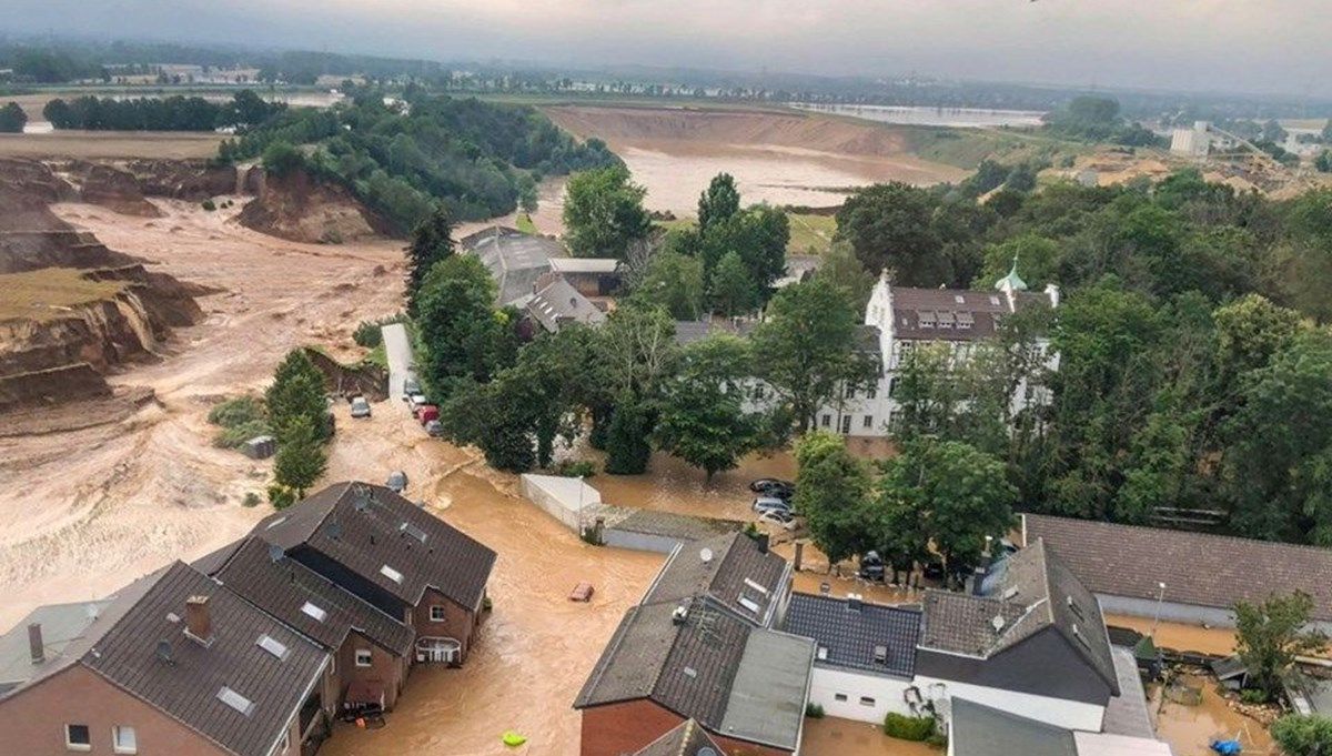 The death toll in floods in Germany rose to 171
