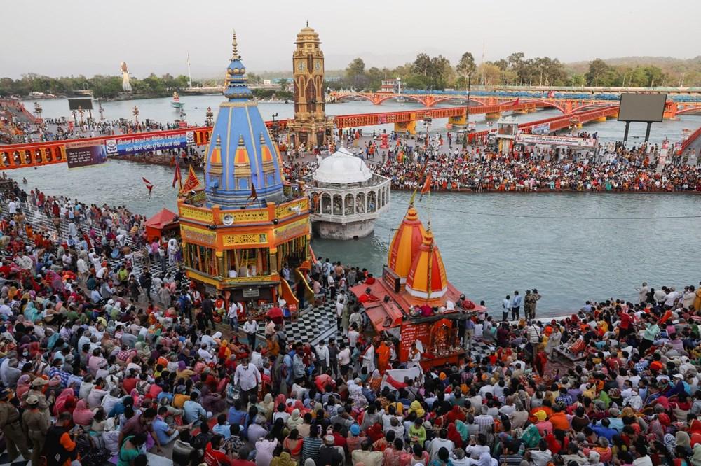 Hacılar Ganj Nehri'nde yıkandı: Hindistan'da günlük vaka sayısı rekor kırdı - 7