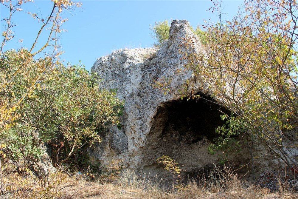 """Traklara ait tarihi kaya sunağında""""güneş diski"""" bulundu - 7"""