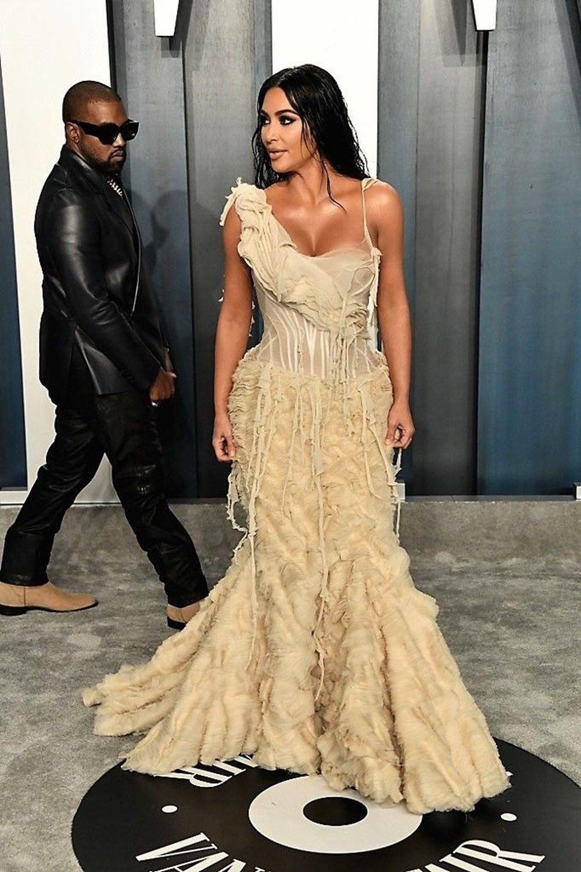 Kim Kardashian kuaför koltuğunda uyuyakaldı - 5