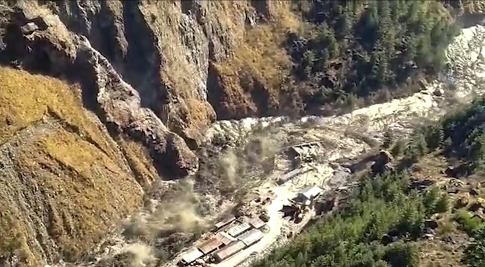 Hindistan'da nehre düşen buz kütlesi sele neden oldu: 170 kayıp, 14 ölü - 9